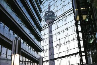 Klassenfahrtenfuchs - Klassenfahrt Düsseldorf - Fernsehtum im Spiegel der Fassaden