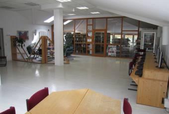 Klassenfahrtenfuchs Klassenfahrt Boddenküste - Aufenthaltsbereich mit Bibliothek