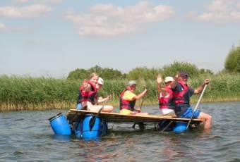 Erlebnispädagogische Klassenfahrt Prieros - Teamtraining - Klassenfahrtenfuchs - Unterwegs auf dem Wasser