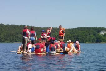 Erlebnispädagogische Klassenfahrt Prieros - Teamtraining - Klassenfahrtenfuchs - Floßbau