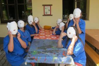Klassenfahrt Rittergut - Klassenfahrtenfuchs - Gipsmaskenspiel
