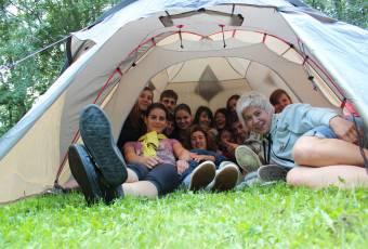 Klassenfahrtenfuchs - Klassenfahrt Rittergut - Gruppe im Zelt