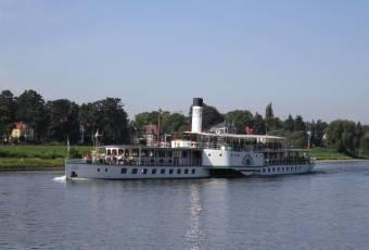 Klassenfahrtenfuchs - Klassenfahrt nach Dresden - Dampfschiff bei Schloss Pillnitz