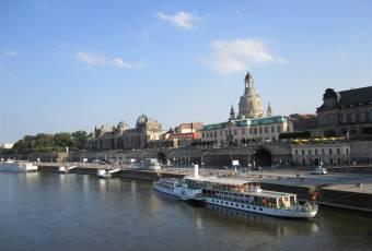 Klassenfahrtenfuchs - Klassenfahrt nach Dresden - Elbufer mit Dampfschiff