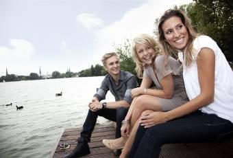 Klassenfahrtenfuchs - Klassenfahrt Hamburg - Jugendliche an der Alster