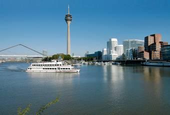 Klassenfahrtenfuchs - Klassenfahrt Düsseldorf - Medienhafen mit Fersehturm