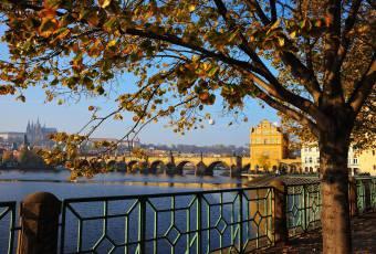 Klassenfahrtenfuchs - Klassenfahrt Prag - Moldaublick mit Karlsbrücke und Hradschin