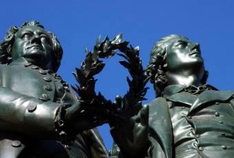 Klassenfahrtenfuchs - Klassenfahrt Weimar - Goethe- und Schiller-Denkmal