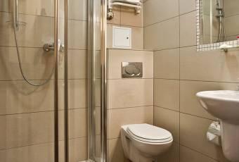 Klassenfahrtenfuchs - Klassenfahrt Krakau - Beispiel Dusche und WC