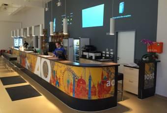 Klassenfahrt nach Salzburg – Klassenfahrtenfuchs – A+O Salzburg Empfang