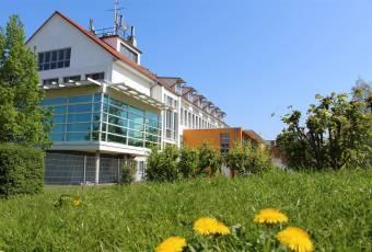 Klassenfahrtenfuchs - Klassenfahrt Greifswald - MaJuWi Hauptgebäude von hinten