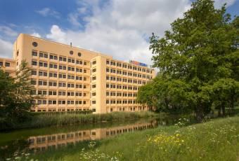 Klassenfahrt nach Amsterdam – Klassenfahrtenfuchs – A+O Hostel Amsterdam aussen