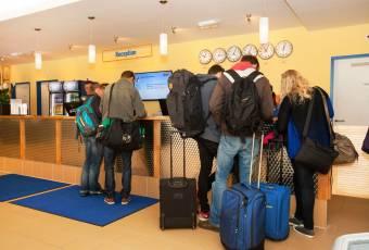 Klassenfahrt nach Amsterdam – Klassenfahrtenfuchs – A+O Hostel Amsterdam Rezeption