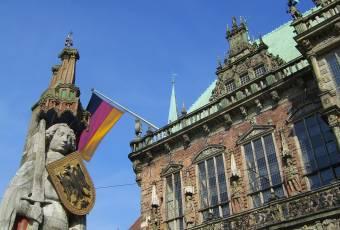 Klassenfahrt nach Bremen – Klassenfahrtenfuchs - Bremer Rathaus mit Roland