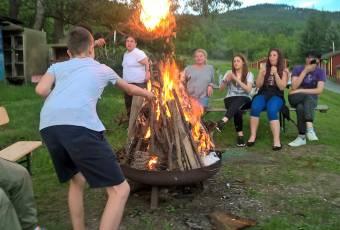 Klassenfahrtenfuchs - Klassenfahrt nach Plaue (Thüringen) - Lagerfeuer